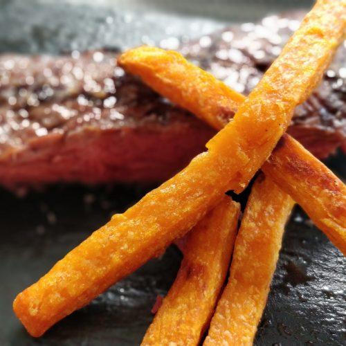 Süßkartoffelpommes mit T-Bone Steak