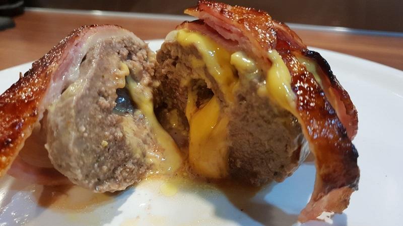 Chester-Bacon-Bomb aufgeschnitten