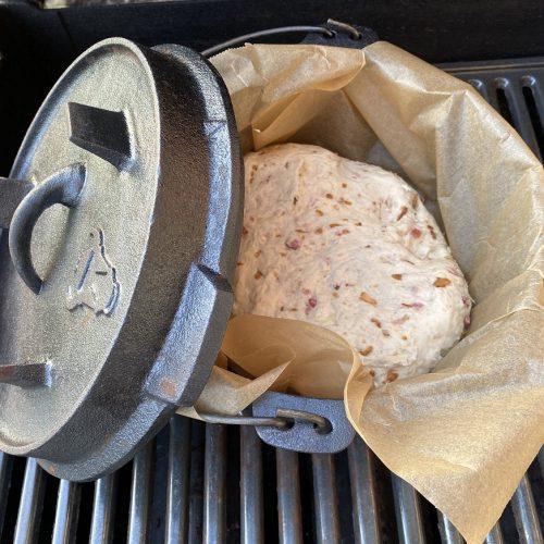 Käse-Zwiebel-Brot auf dem Grill