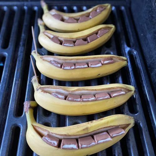 mit Kinder Riegel gefüllte Banane vom Grill
