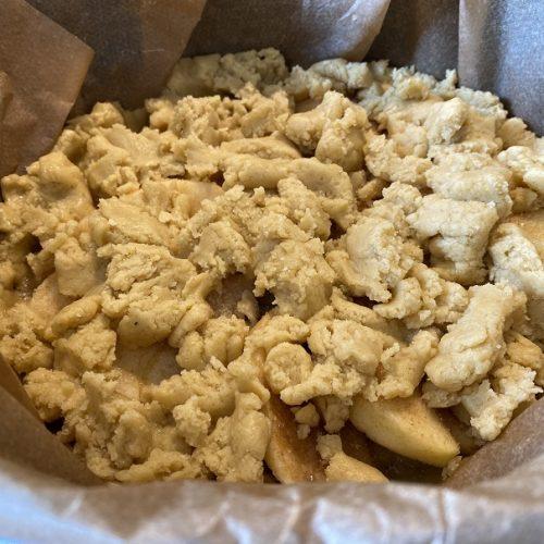 Apfelkuchen in einem Dutchoven