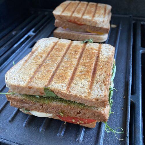 Sandwich auf dem Grill
