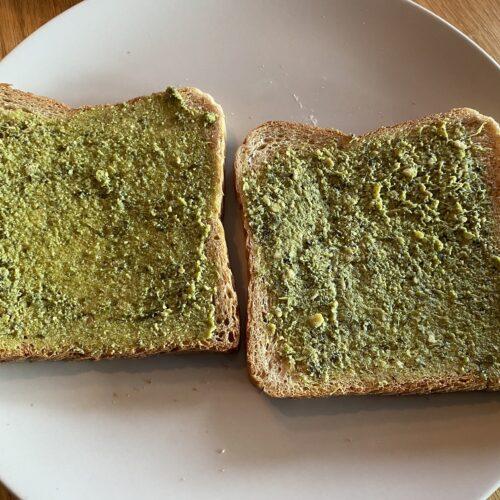 Toast mit Pesto Verde