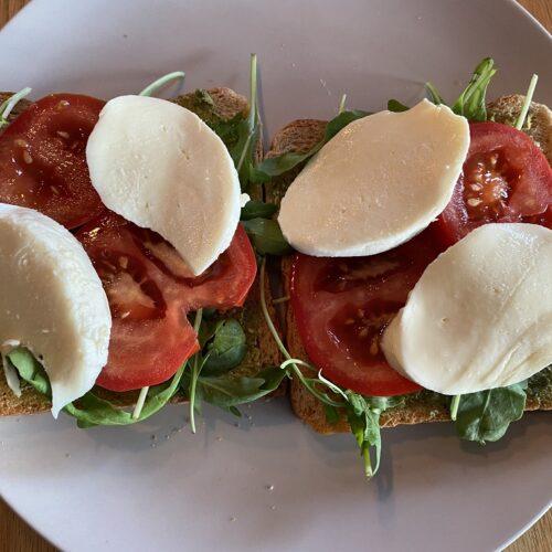 tomate_mozarella_rucola_sandwich
