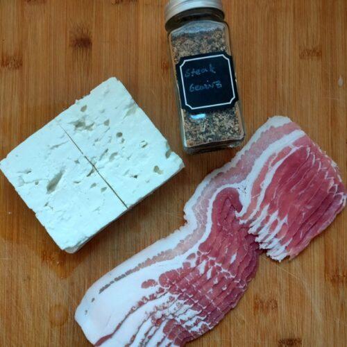 Hier bekommt ihr das Rezept für leckere Feta-Bacon-Taschen vom Grill